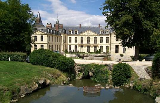 800px-Ermenonville,_château